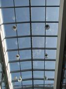 čištění skleněného stropu a svítidel